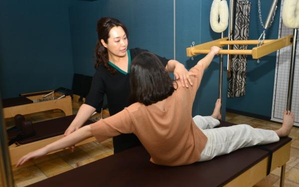 밸런스코어 운동은 평소 쓰지 않은 근육을 움직여 몸을 중심을 잡아줌으로써 혈액 순환을 도와 통증을 완화시켜 준다.